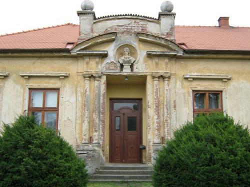 Oprava bývalé školy 2012